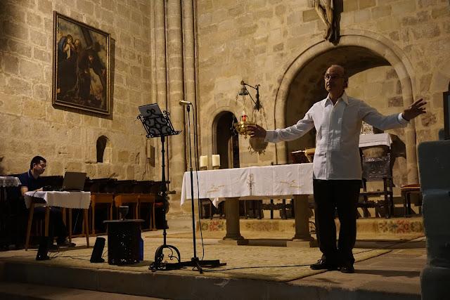 Un momento del recital de Juan Antonio López en la parroquia de San Vicente; Fernando Meza a los teclados