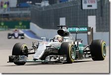 Lewis Hamilton nelle prove libere del gran premio di Russia 2016