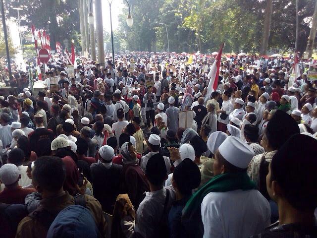 Demo Masyarakat Bogor Tolak Pembangunan Masjid Ahmad Ibn Hambal