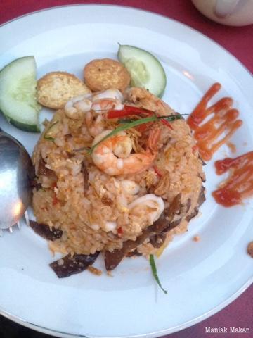 maniak-makan-popipop-solo-tomyum-fried-rice
