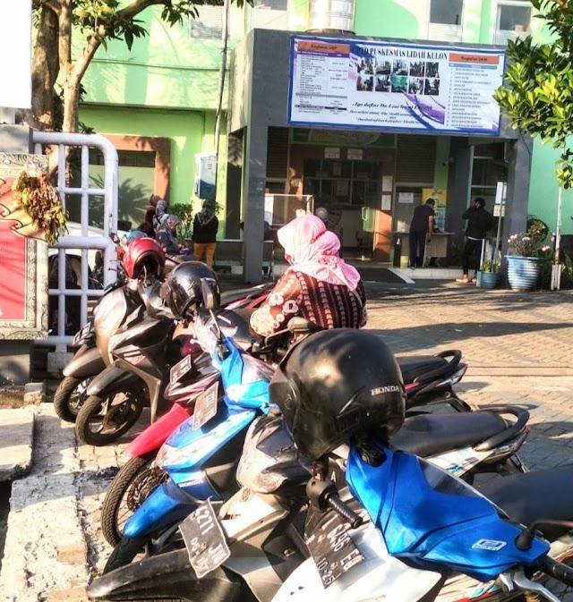 Vaksin Dosis ke -2 SINOVAC' di Puskesmas Lidah Kulon, Dibanjiri Warga