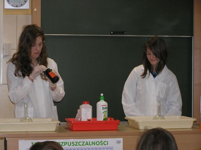 DO 2011 pokazy fizyczno chemiczne - P4150080_1.JPG