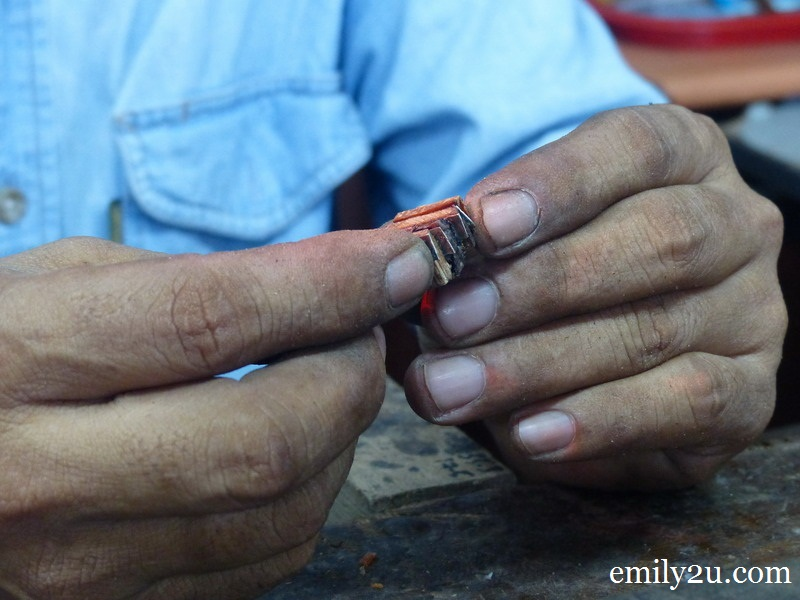 Sabri tukang cincin