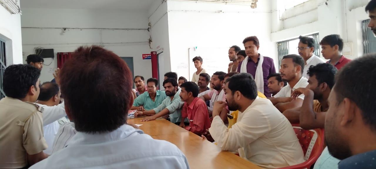 जलनिकासी को लेकर अधिकारियों की उपस्थिति में थाना पर सर्वदलीय बैठक