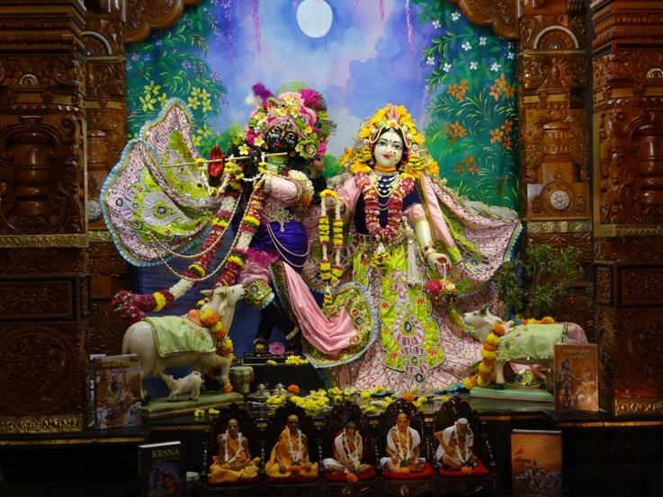 ISKCON Nigdi Deity Darshan 17 Dec 2015 (12)