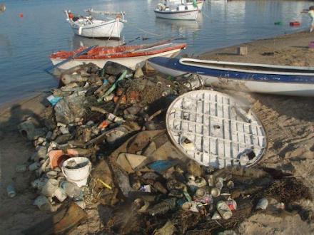 Πάνω από 14 τόνοι απορριμμάτων ανασύρθηκαν από τους βυθούς 8 λιμανιών της χώρας