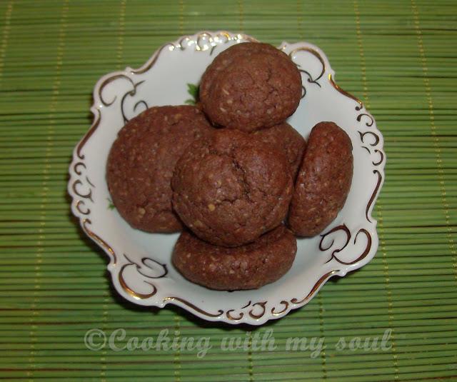 Biscuiti cu cacao si alune