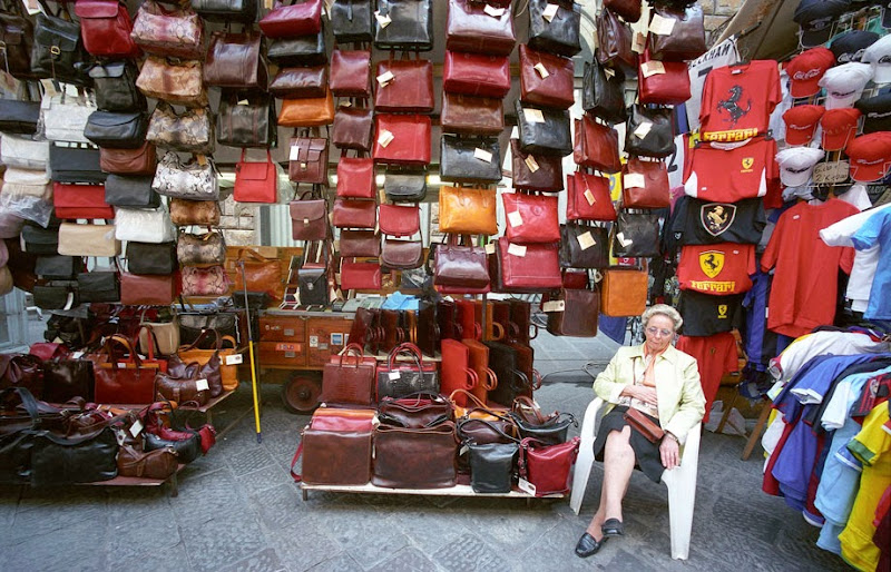 46. Handmade Leather Bags Market. Florence. 2006