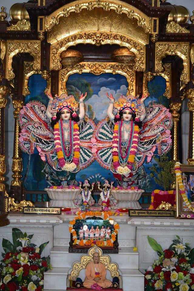 ISKCON Ujjain Deity Darshan 3 April 2016  (9)