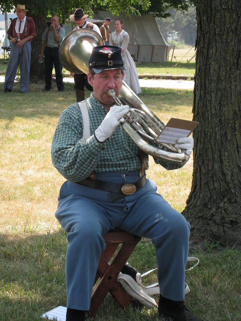 Bass saxhorn