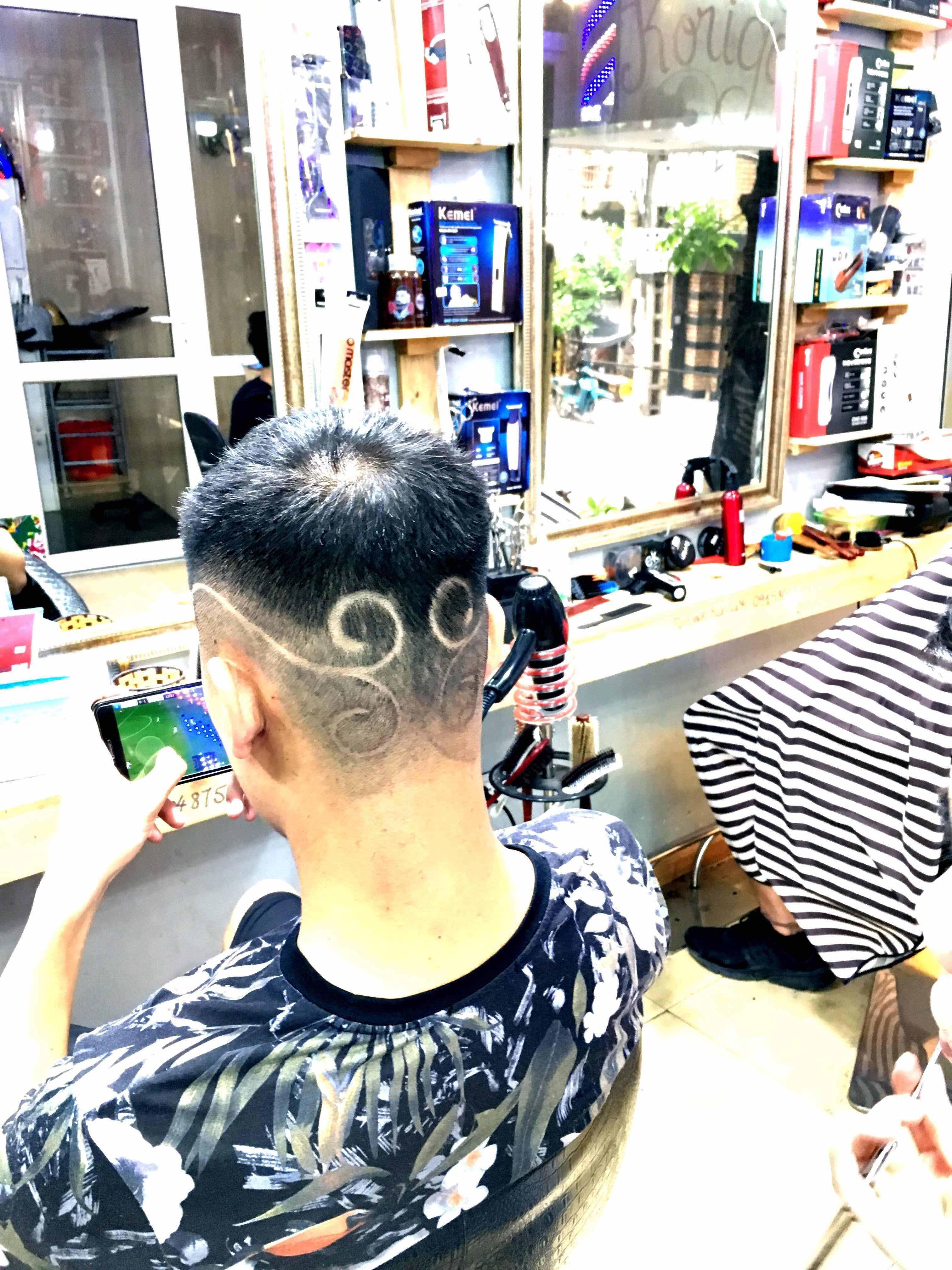 Thực hành cắt tóc nam miễn phí cấp độ khó bậc 1 tại học viện Barber Korigami Hà Nội
