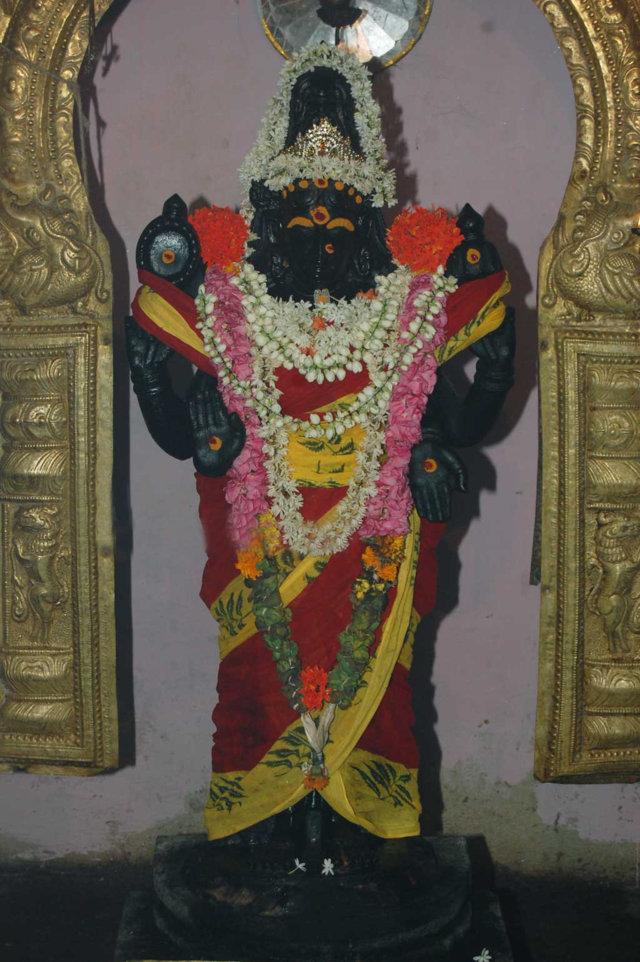Sri Chakravaheswarar Temple, Thiruchakrapalli (Ayyampettai), Papanasam - 275 Shiva Temples