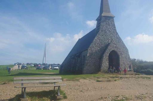 Étretat (ce monument c'est à la gloire de deux aviateurs, Nungesser et Coli).