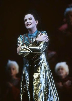 DYNAMIC DIVA FROM DOWN UNDER: Mezzo-soprano DEBORAH HUMBLE as the title heroine in Henry Purcell's DIDO AND AENEAS at Opera Australia in 2004 [Photo © by Opera Australia]
