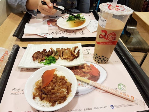 Last meal in food court at Taoyuan International Airport Taiwan