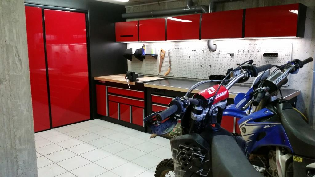 ensemble rouge moto cross trm garage. Black Bedroom Furniture Sets. Home Design Ideas