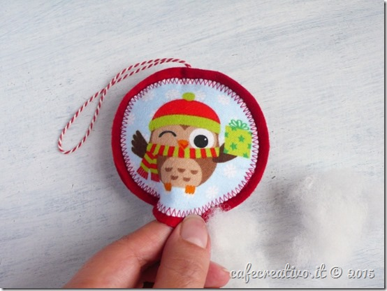 natale-palline-fai-da-te-in-feltro-stoffa-diy-christmas-ornament-tutorial-by cafecreativo (6)