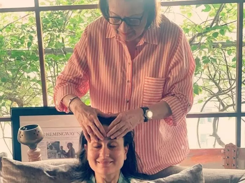 Pregnant Kareena Kapoor Khan being pampered by her mother