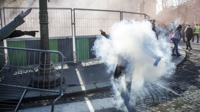 Tear gas is used to disperse fuel-price protesters in Paris, on 17 November 2018. Photo: EPA