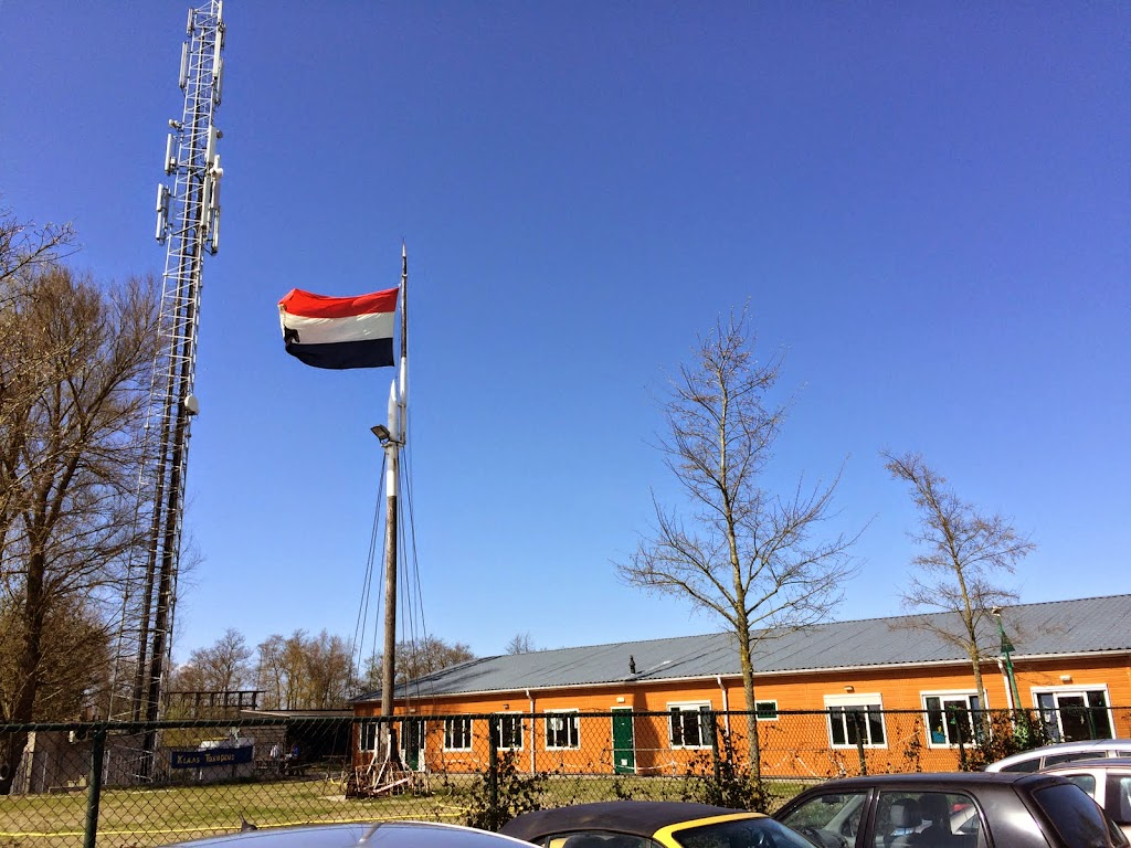 De grote nieuw vlag wappert in top