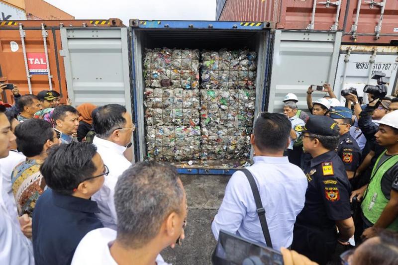 Modus Mafia Mengeruk Laba Bisnis Impor Sampah Beracun