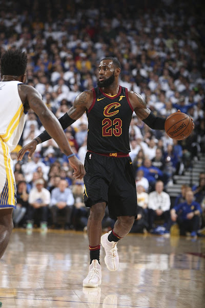 LBJ Debuts Kith X Nike LeBron 15 Performance on Christmas Day