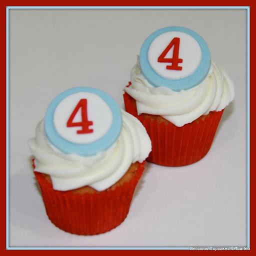 cupcakes met toef en leeftijd.jpg