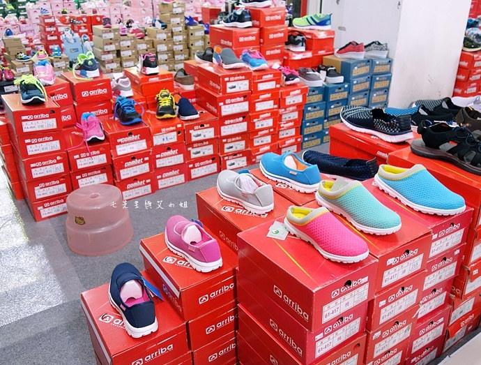 36 台中大墩食衣多品牌聯合特賣會,adidas服飾鞋包3折起、CONVERSE全面5折、愛的世界童裝2折起、牛仔特賣破盤特價、羽絨衣特價、MERRELL、asics、Reebok