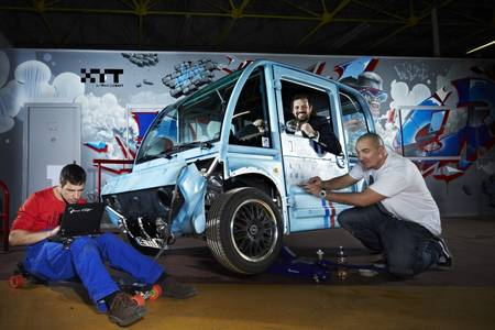 XYT modular electric vehicle built with 580 body parts