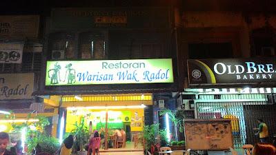 """129/366: """"Tak Johorean Lah Tak Makan Sate Wak Radol"""""""