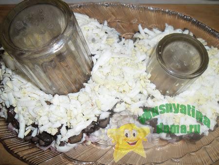Слой натертых на терке яиц
