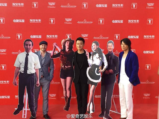 """2015.06.21#Bế mạc liên hoan phim Thượng Hải #Đồng Đại Vi """"ôm"""" Triệu Vy đi thảm đỏ"""