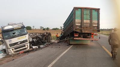 Acidente na BR 316 envolve Caminhão e uma carreta que ao sair da pista se chocam
