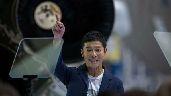 """""""Un biglietto per la Luna"""", l'eccentrico miliardario giapponese cerca compagna di viaggio"""""""