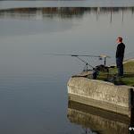 Esplanade des Abymes : pêcheur