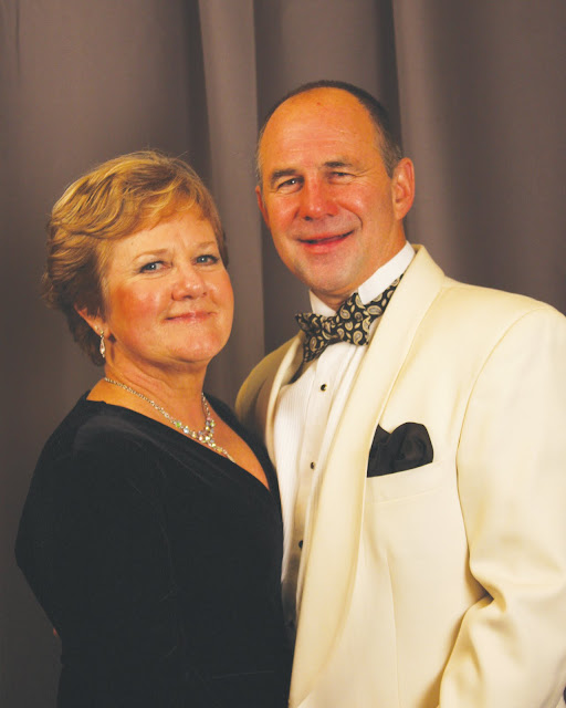 2010 Commodores Ball Portraits - Couple9C.jpg