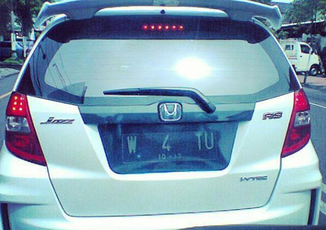 Tidak perlu dibuat meme lucu, plat nomor mobil mobil ini sudah unik, lucu dan cantik sampe bikin ambigu