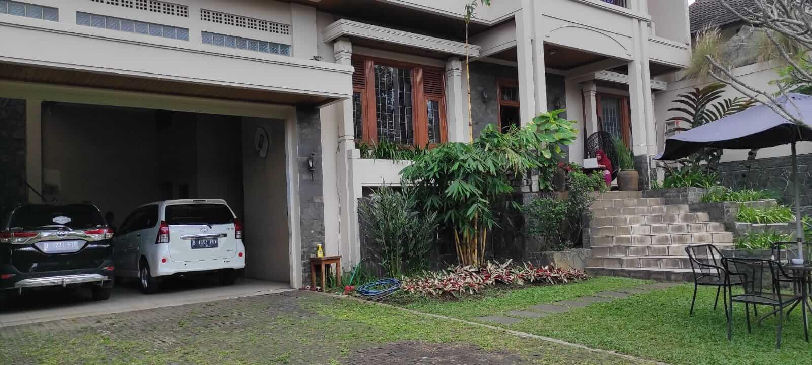 Garasi villa andaru bandung