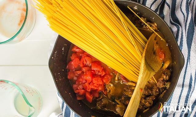 Add spaghetti to the pot