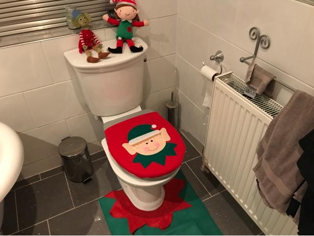 elf-on-the-shelf-toilet-antics