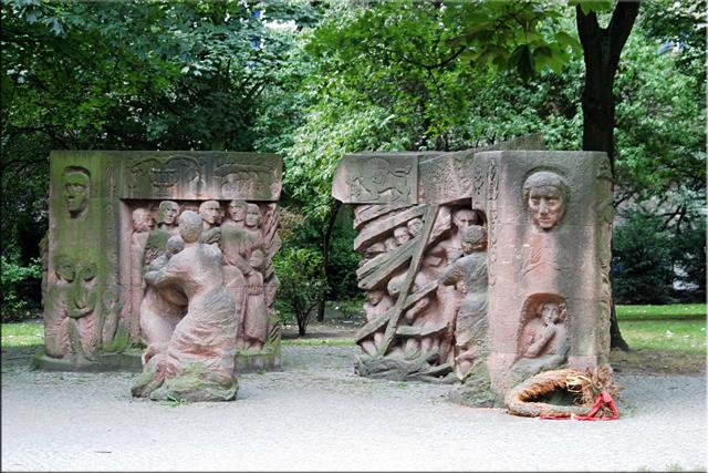 Una parte del Block der Frauen monumento conmemorativo de las protestas, por Ingeborg Hunzinger