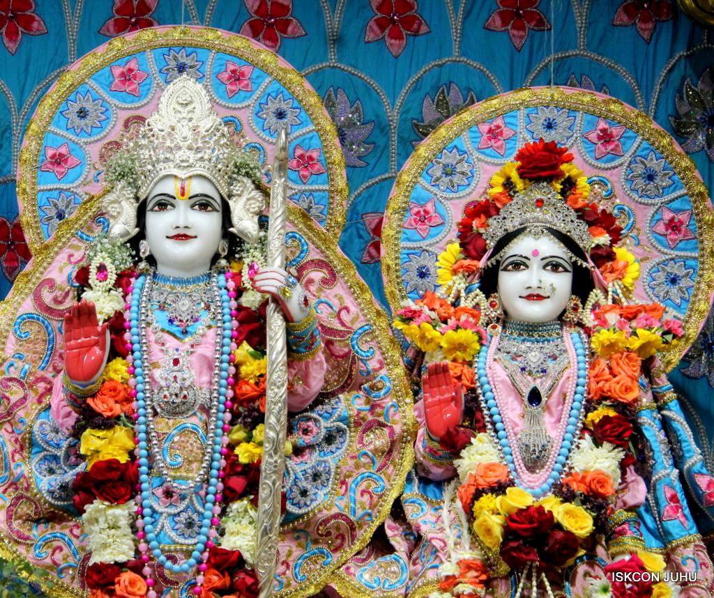 ISKCON Juhu Sringar Deity Darshan on 29th Dec 2016  (28)