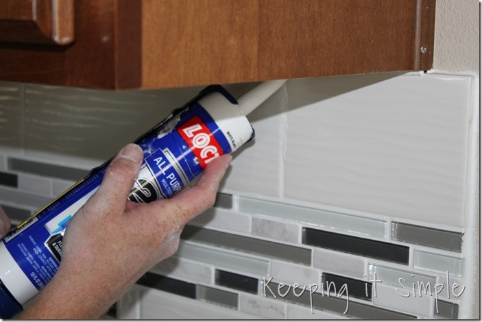 how-to-install-a-kitchen-backsplash-with-wavecrest-tile (22)