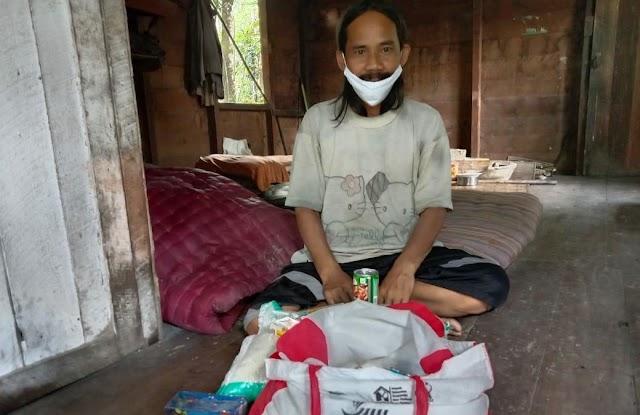 Dinsos dan BRSPDN Salurkan Sembako ke Penyandang Disabilitas