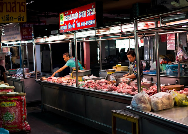 A Guide to Navigating A Thai Open Air Market