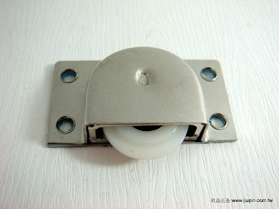 裝潢五金品名:338-2-後坎式T輪挖孔規格:寸15材質:白鐵載重:40KG功能:可適用#0998軌玖品五金