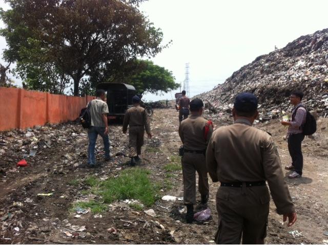 Ganggu Akses Truk Sampah, Puluhan Gubug Liar Pemulung Dibakar