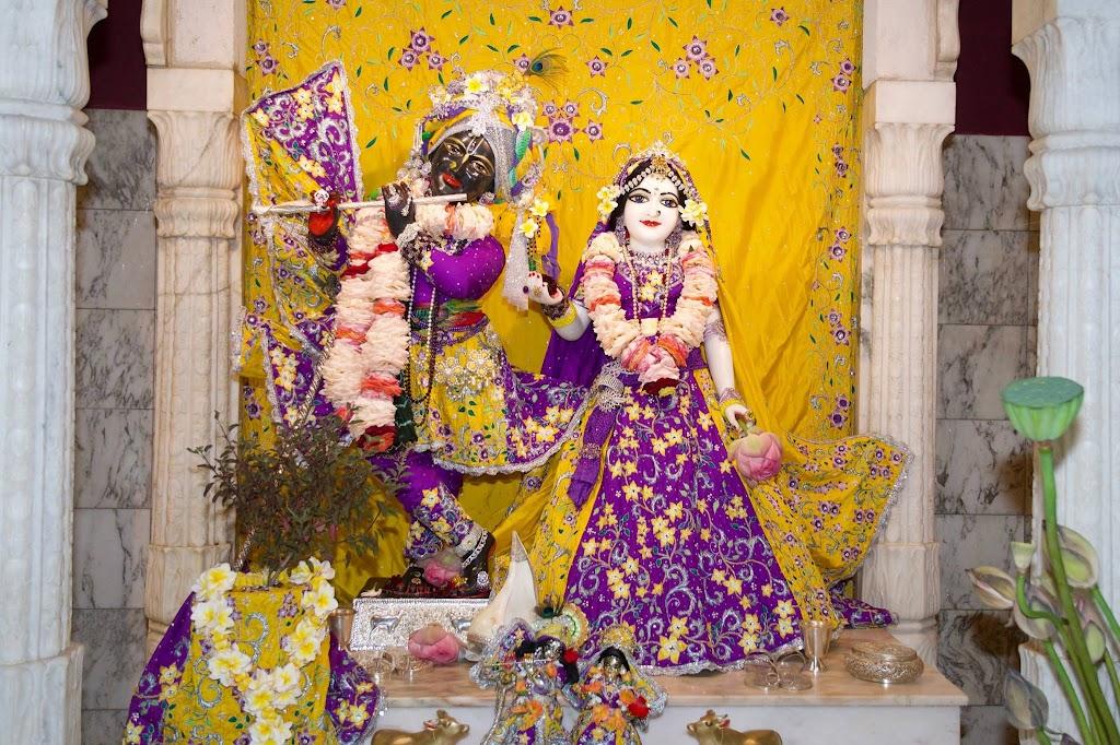 ISKCON New Govardhana Deity Darshan 22 Dec 2016 (33)