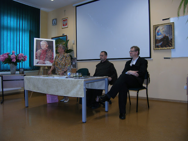Spotkanie z autorem książek o św. Janie z Dukli i św. Janie Pawle II – Jadwigą Nowak - P6120107.JPG