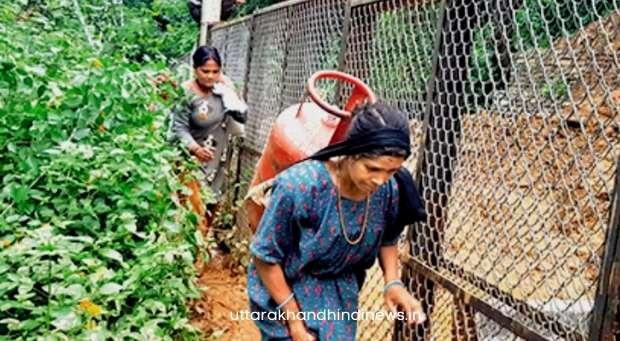 उत्तराखंड: सड़कें बहने के कारण सीमावर्ती गांवों को 2500 रुपये का मिल रहा एक सिलेंडर